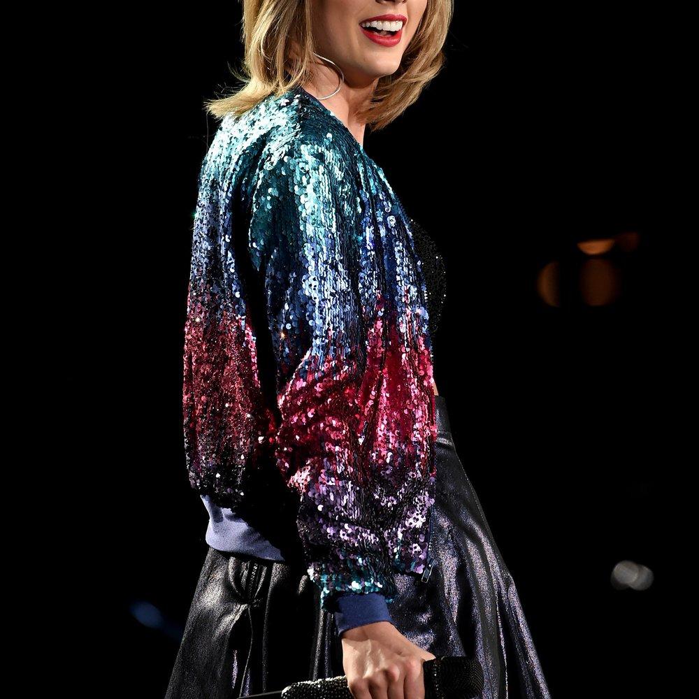 Taylor Swift lernt ihren Patensohn kennen