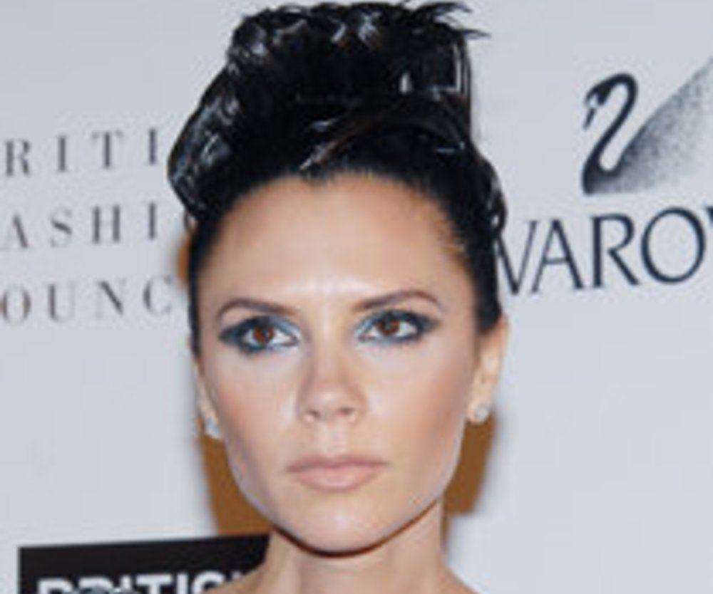 Victoria Beckham barfuß in Paris