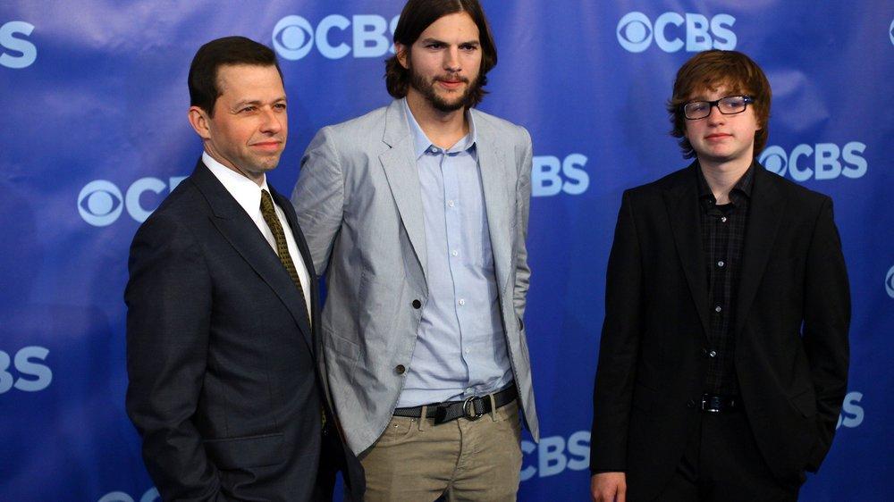 Ashton Kutcher posiert nackt
