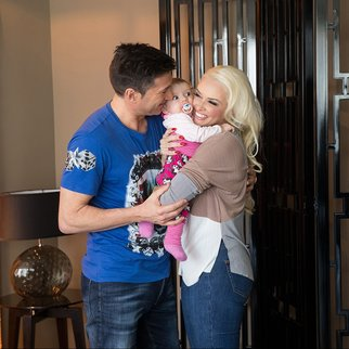 COLOGNE, GERMANY - MARCH 14:  Daniela Katzenberger, her fiance Lucas Cordalis and their baby Sophia pose during a photo call in a Suite at Savoy Hotel Cologne on March 14, 2016 in Cologne, Germany.  (Photo by Mathis Wienand/Getty Images)