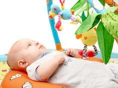 Babys brauchen noch keine aufwenigen Spielsachen