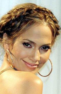 Jennifer Lopez mit geflochtenem Haarkranz
