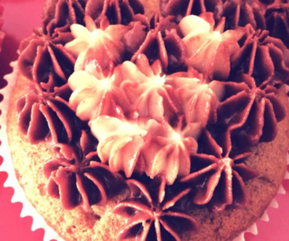 Kaffee Cupcakes mit Buttercreme Topping