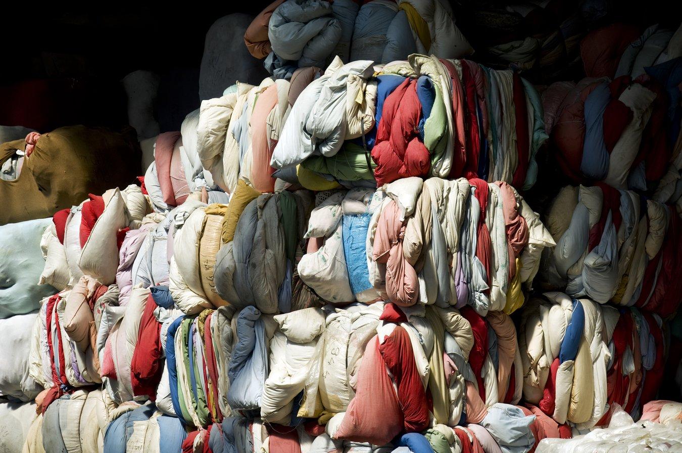 Etwa 40 Prozent aller abgegebenen Kleider werden re- oder downgecycelt.