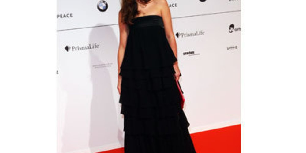 Alexandra Neldel auf der Berlinale 2009 in langem, schwarzen Abendkleid.