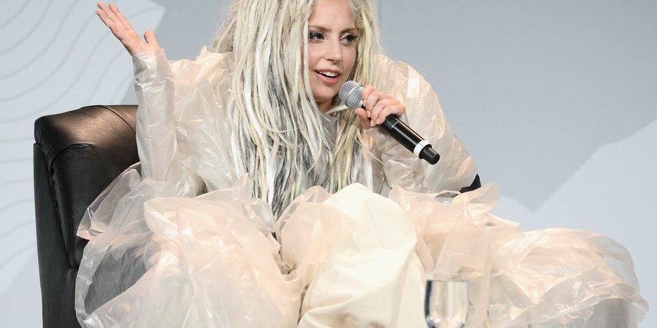 Lady Gaga als Feuerwehrfrau?