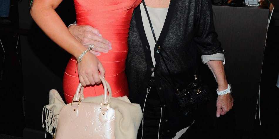 Jennifer Love Hewitt dankt Fans nach dem Tod ihrer Mutter