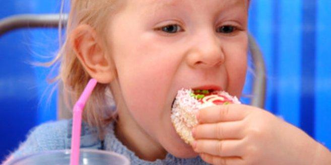 Das neue LBS-Kinderbarometer deckt Gewichtssorgen von Kindern auf.