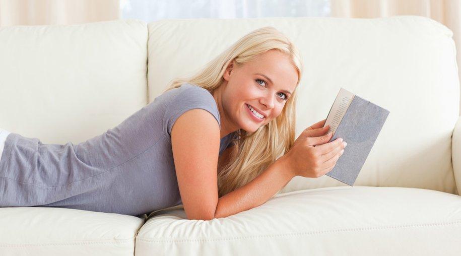 Frau liest