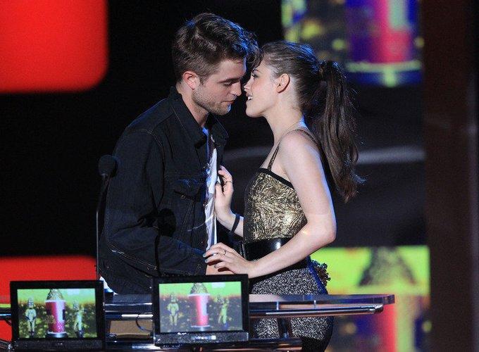 Robert Pattinson und Kristen Stewart kommen zu den MTV Movie Awards 2010.