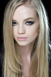 Seitenscheitel in Blond
