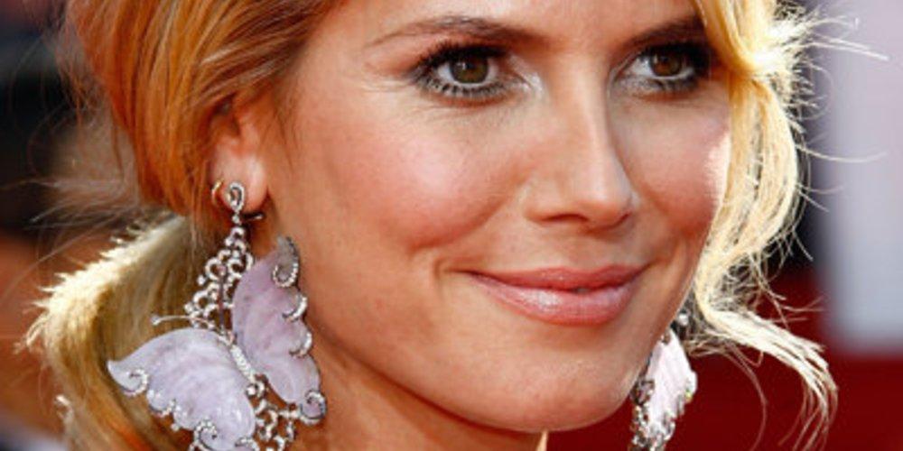 Topmodel Heidi Klum mit angesagten Schmetterlingsohrringen aus Perlmutt