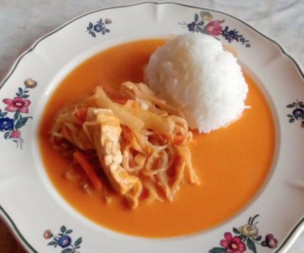 Hähnchen mit roter Curry Paste und Gemüse