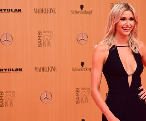 German model Lena Gercke poses for photographers on the red carpet as she arrives for the Bambi awards on November 12, 2015 in Berlin. The Bambis are the main German media awards. AFP PHOTO / ODD ANDERSEN (Photo credit should read ODD ANDERSEN/AFP/Getty Images)