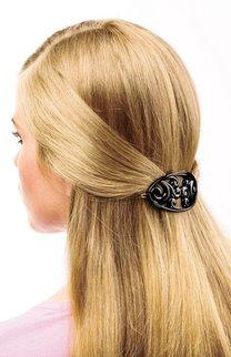 Langes, glattes Haar mit Haarschmuck