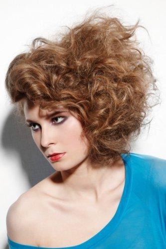 Toupierte Haare in Braun