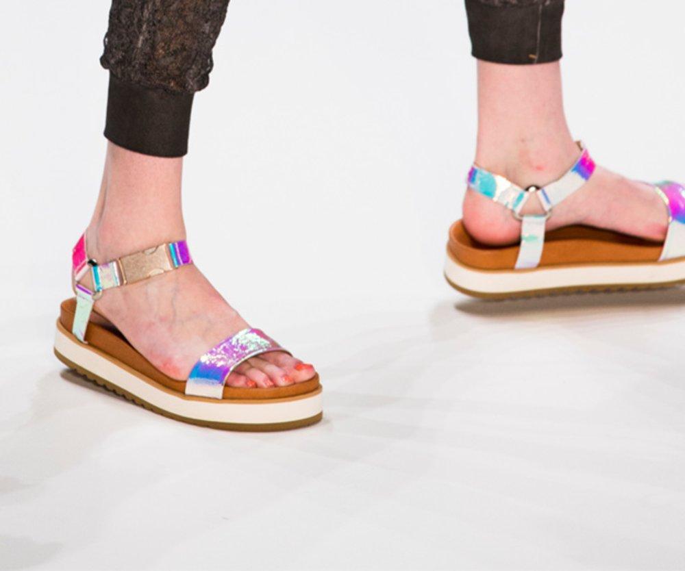 Sandalen und Nagellack