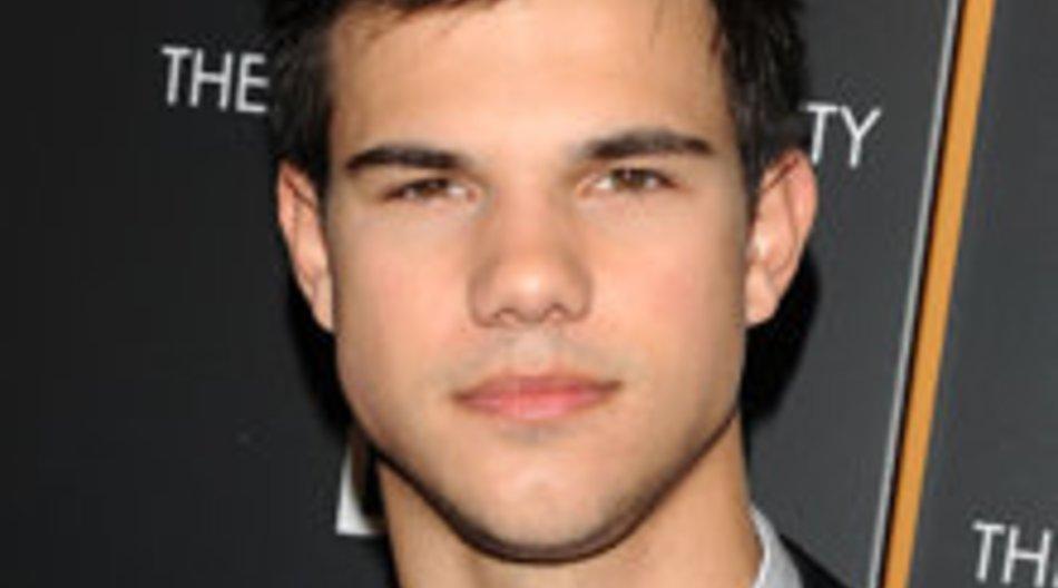 Taylor Lautner bald Armani-Model