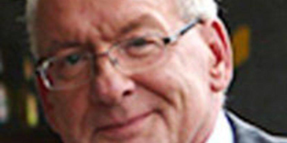 Raus aus den Schulden: Peter Zwegat hilft in Delmenhorst