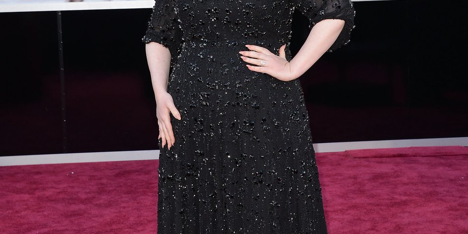 Adele steht wieder hinter dem Mikro