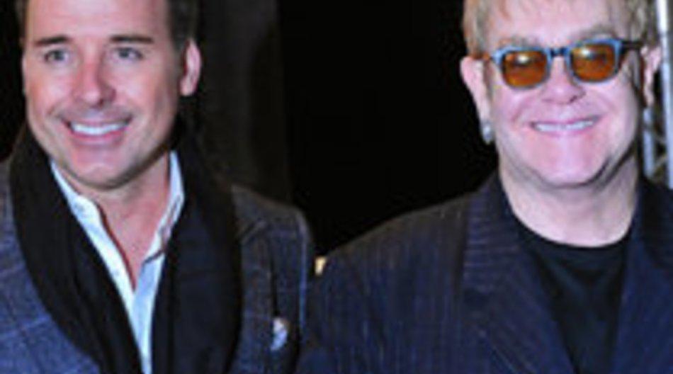 Elton John und David Furnish wollen nach wie vor ein Kind adoptieren