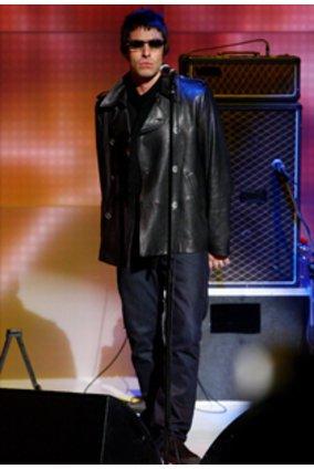 Unter schicker Mode verstehen wir etwas anderes, als das was uns der zuk�¼nftige Designer von Pretty Green Liam Gallagher hier pr�¤sentiert.