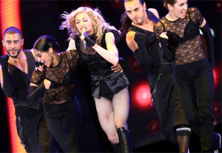 Madonna und Tänzer.