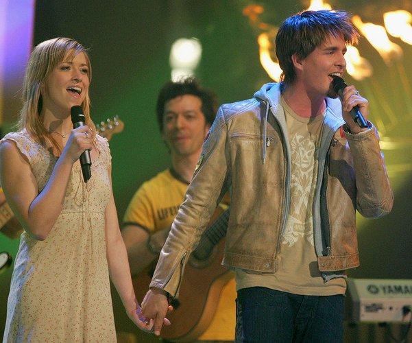 Alexander Klaws und Sabrina Weckerlin auf der Bühne.