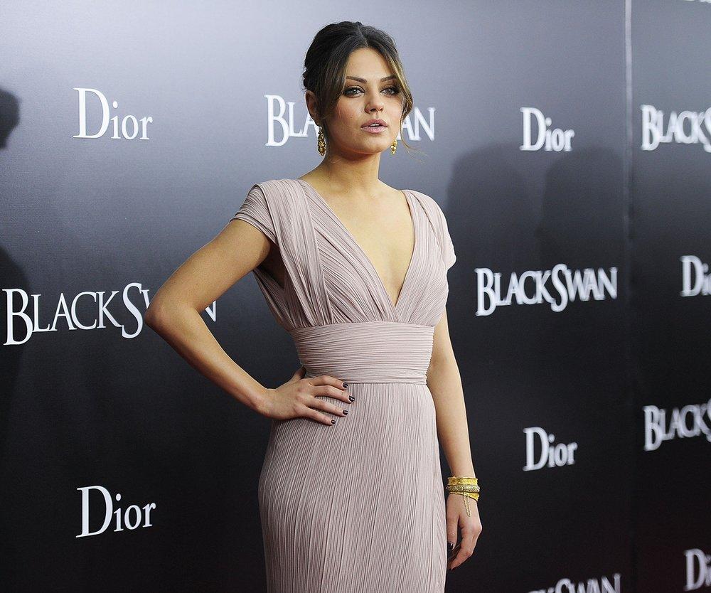 Mila Kunis: Heiratet sie Ashton Kutcher in England?