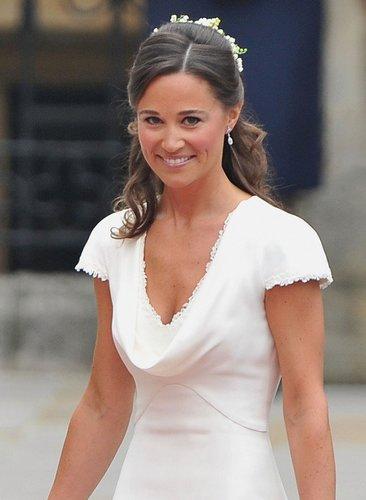 Pippa Middleton in einem weißen Kleid.