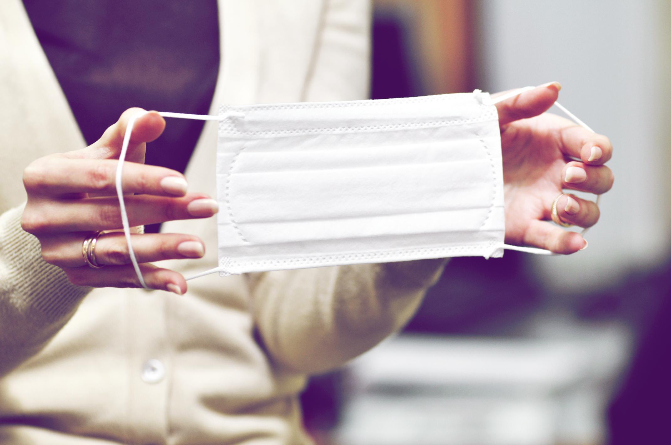 Atemschutzmaske reinigen: Wie du den Mundschutz wiederverwendest   desired.de