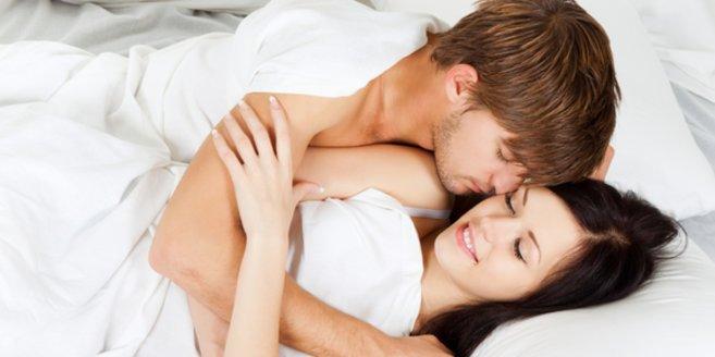 Sex nach der Geburt: Paar im Bett