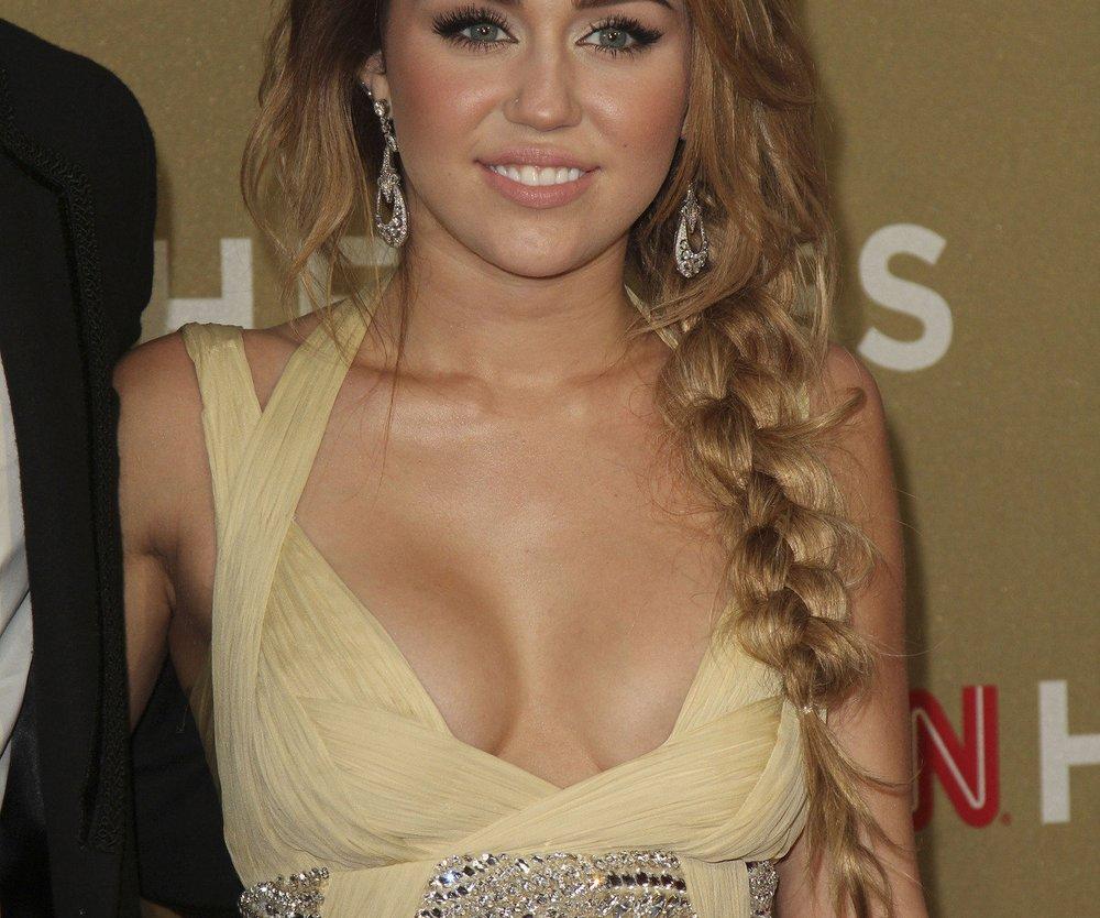 Miley Cyrus zeigt Dekolleté
