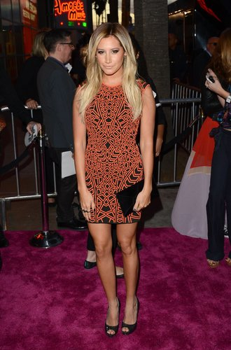 Ashley Tisdale im Mini-Kleid