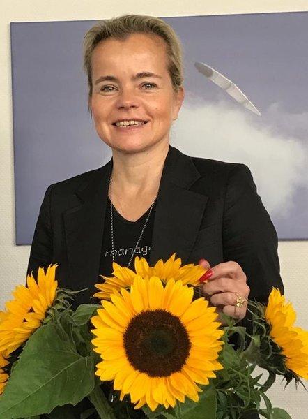 Regine C Henschel