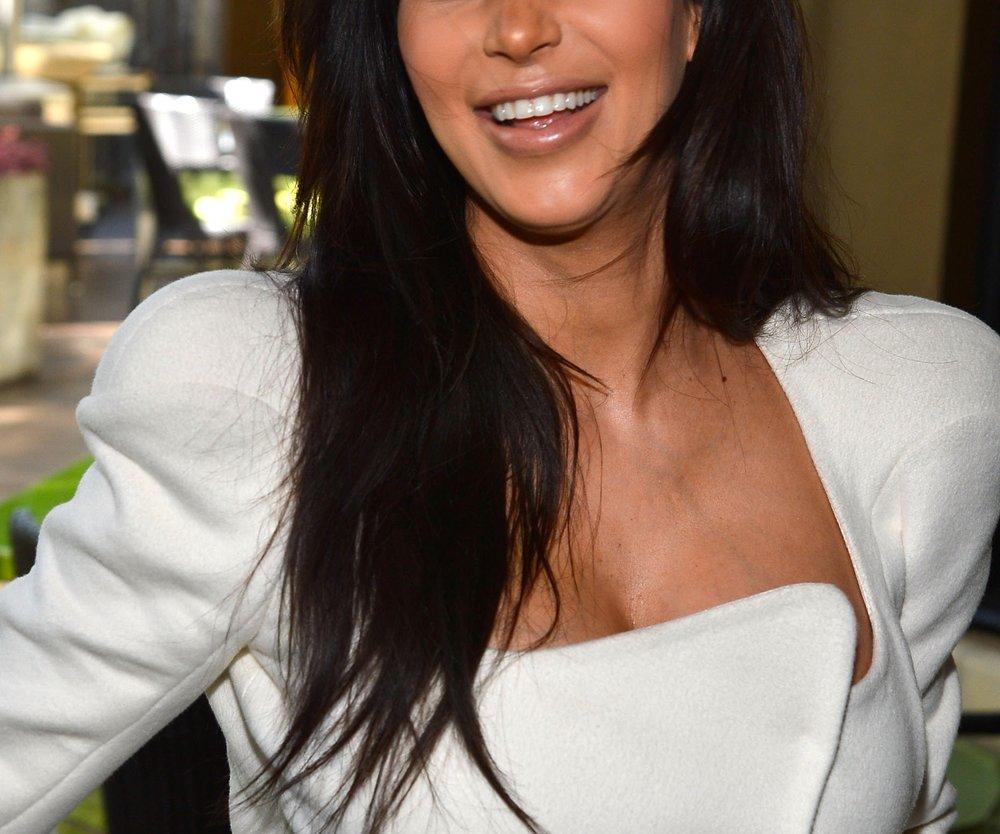Kim Kardashian präsentiert ihre Babykugel