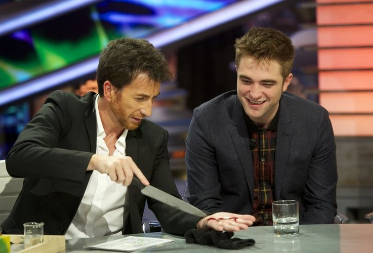 Robert Pattinson kommt 2012 zu einer Show im spanischen TV.