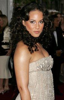 Glamouröse Locken bei Alicia Keys