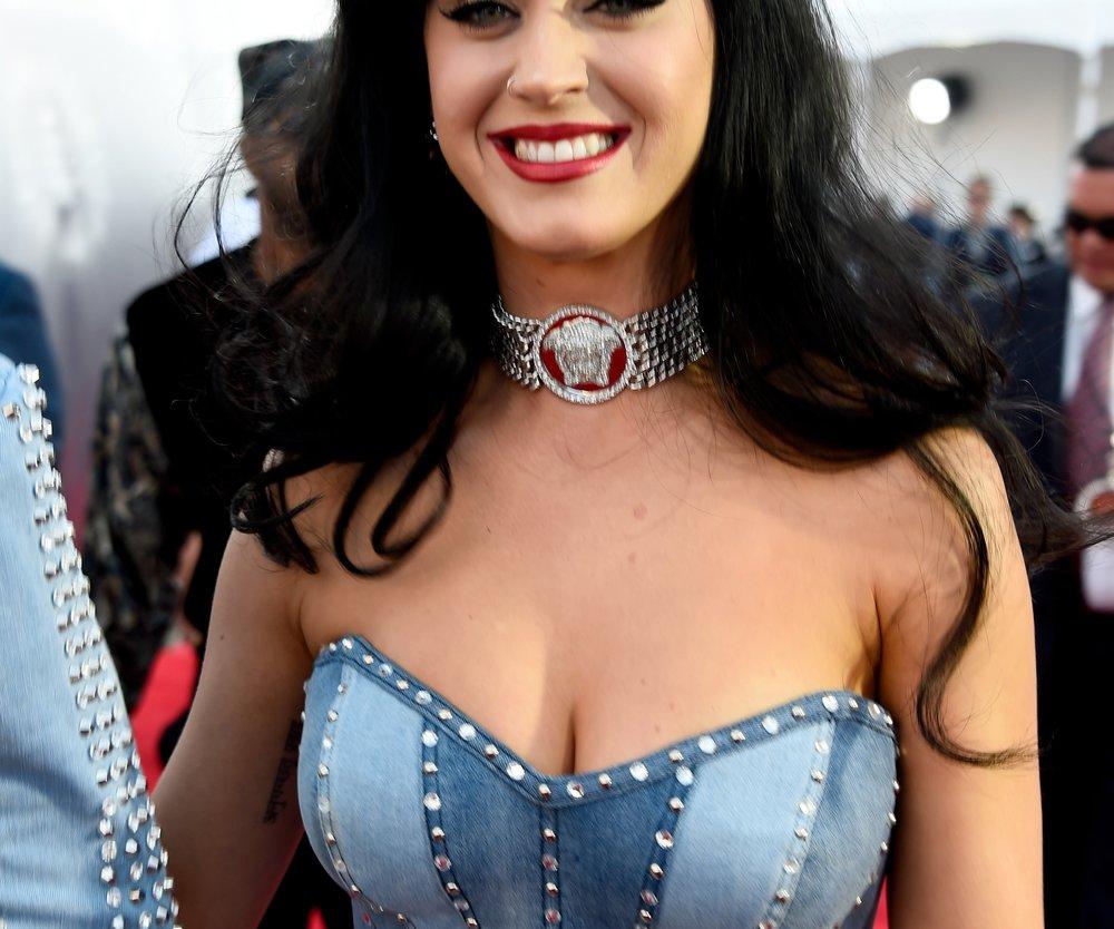 Katy Perry verteilt Komplimente an Beth Behrs