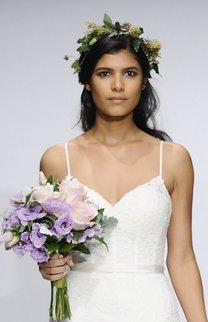 Offene Brautfrisur mit Blumenkranz
