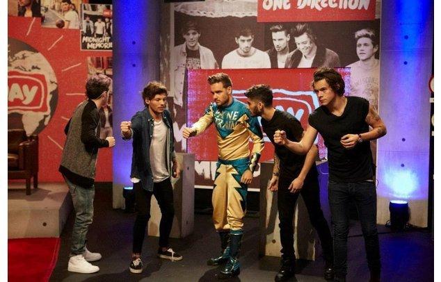 One Direction posieren für ein Foto