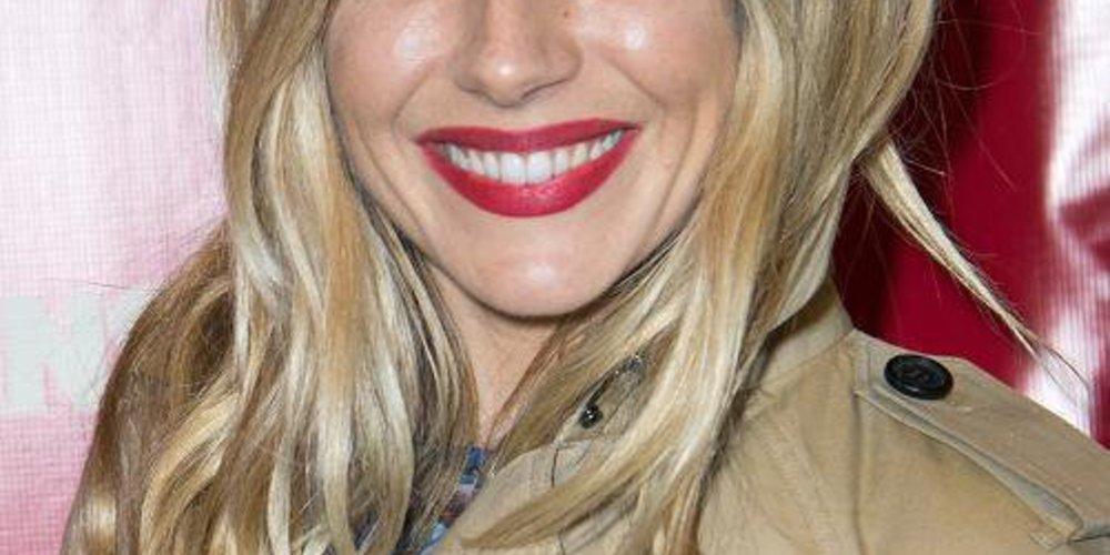 Sienna Miller mit lässigen Wellen im Undone Look