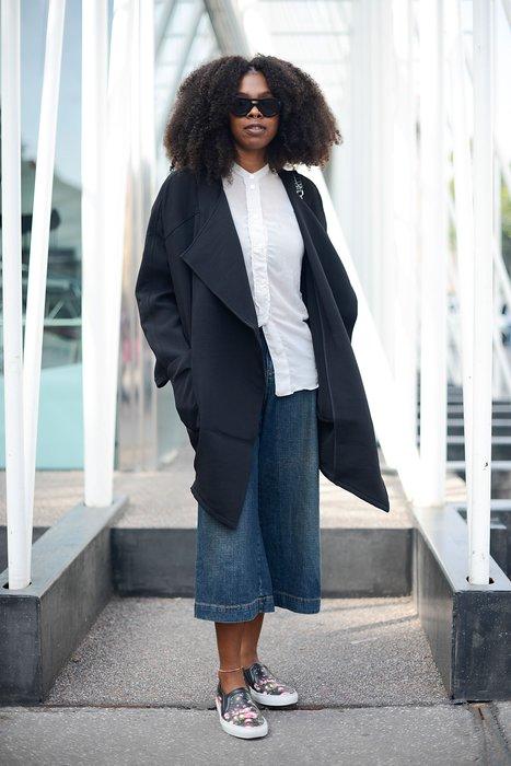Eine Stylistin bei der Mailand Fashion Week