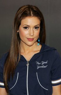 Sleek Look bei Alyssa Milano