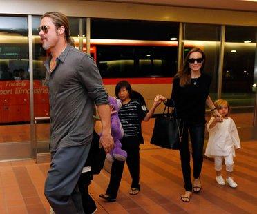 Brad Pitt und Angelina Jolie mit Knox, Vivienne und Pax