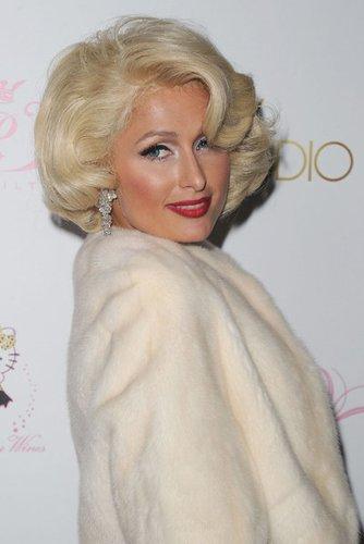 Paris Hilton im Stil von Marilyn Monroe