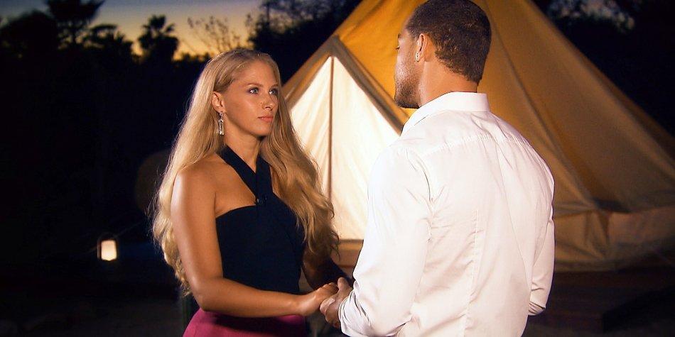 Andrej bittet auch Vanessa noch einmal zum Gespräch.