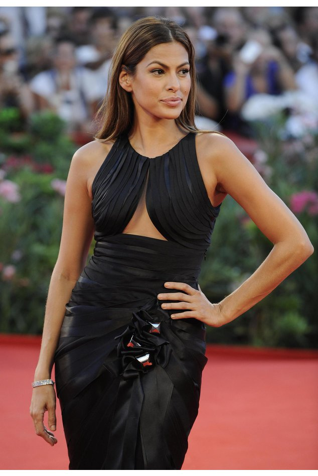 Eva Mendes posiert auf dem Red carpet