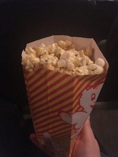 Popcorn allein im Kino