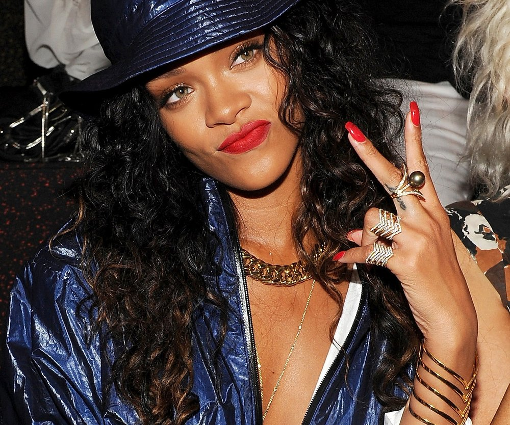 Rihanna liebt den Bucket-Hat-Trend (Getty Images/Craig Barritt)